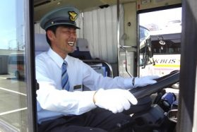 従業員送迎運転手/駅から会社まで毎日の通勤をサポート!【正社員】