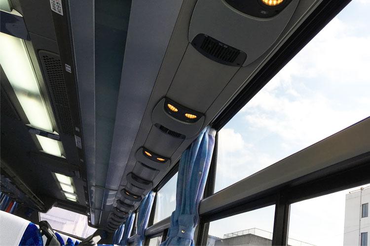 座席ごとにライト完備、エアコン調節可能