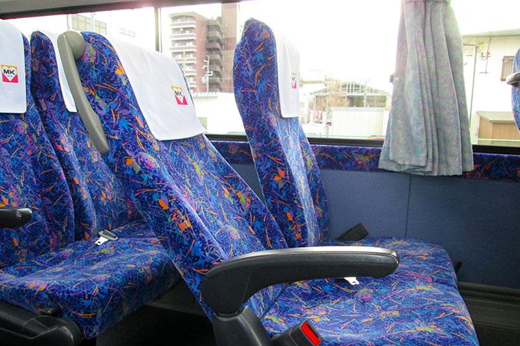 リクライニング可能なシートで長時間の移動でも快適!