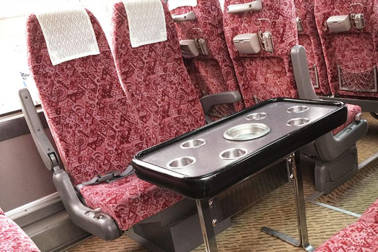 後部座席が回転するので、サロンタイプにレイアウト変更可能。
