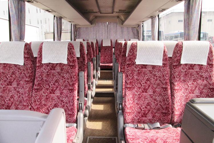 24名乗り(正席24・補助席なし)※最後列の真ん中は座席なし