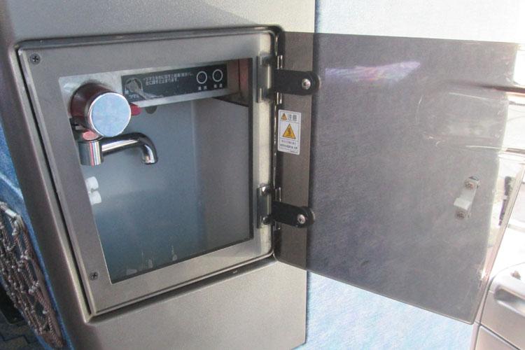 温かいお飲み物をご用意可能な湯沸器付き。