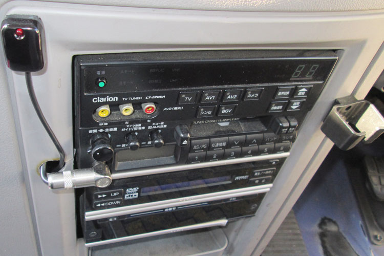 AM/FMラジオ、カラオケ、DVDなど完備。