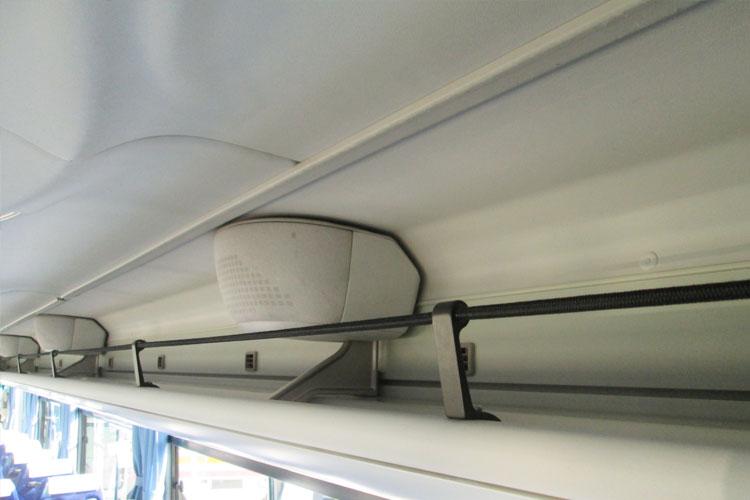 手荷物をしっかり収納できる棚を完備。
