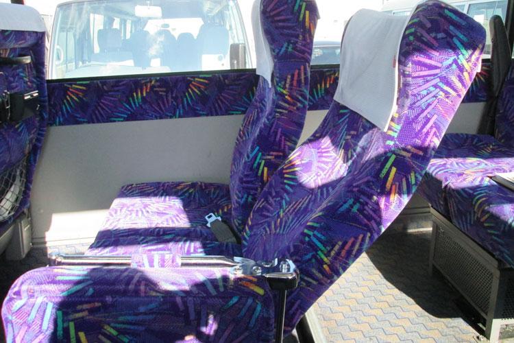 リクライニングシートで長時間の移動も快適。