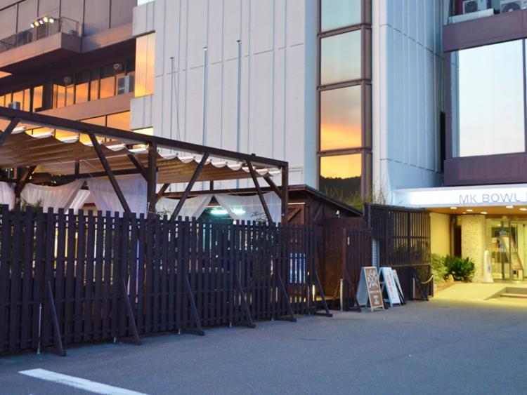 1. 正面玄関向かって左側に入口