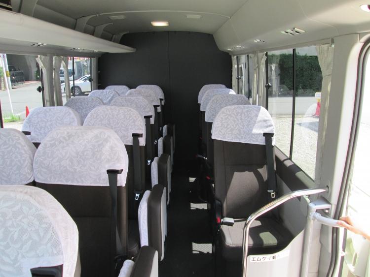 22名乗り(正席16・補助席5・助手席1)
